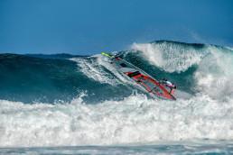 Steffi windsurfing in Hookipa